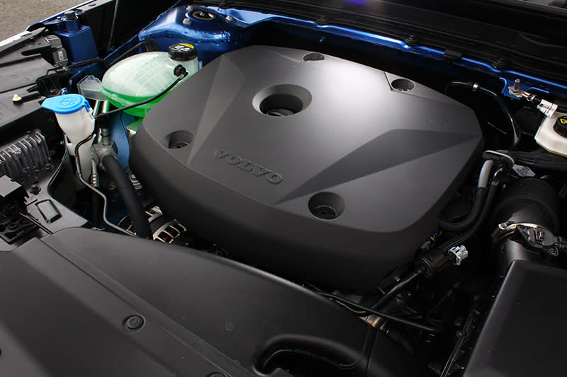 2.0升直列四缸渦輪增壓的T4動力,可發揮190hp與30.6kg-m的最大輸出。