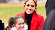 Jennifer López lleva a sus hijos al trabajo; mira lo enormes que están