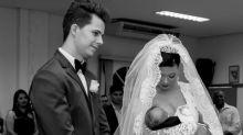 Noiva emociona ao amamentar o filho durante seu casamento