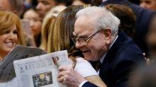 Warren Buffett gives up on newspapers; Berkshire sells unit to Lee Enterprises