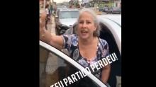 Manuela D'Ávila é hostilizada por eleitora de Bolsonaro na rua