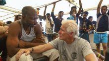 Un famoso actor de Hollywood visitó a migrantes varados en el Mediterráneo