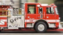Vater überrascht seinen kleinen Sohn mit echtem Feuerwehrauto