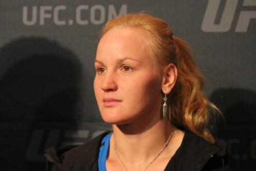 Shevchenko é ex-campeã mundial de muai-thay e de kickboxing - Diego Ribas