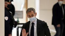 """Affaire des """"écoutes"""": Sarkozy dénonce des """"infamies"""", la défense pilonne la procédure"""