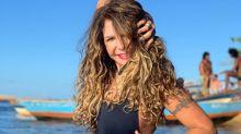 Aos 67, Elba Ramalho arrasa em clique na praia de Caraíva e fãs elogiam: 'Relíquia viva!'