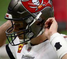 Bucs' Tom Brady shoves Saints defensive lineman during Divisional Round