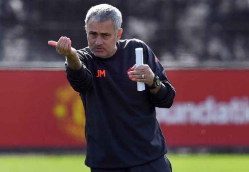 Mourinho nega Neymar no United e diz que treinaria Seleção Brasileira
