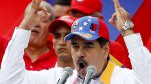 Venezuela: Maduro se burla de Pence por mosca en su cabeza