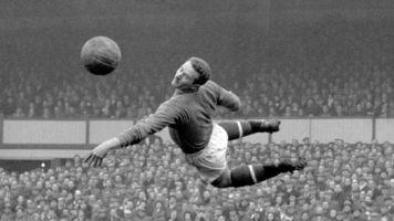 Former Man Utd keeper Harry Gregg dies at 87