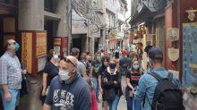 Coronavirus : va-t-il falloir porter un masque à l'extérieur ?