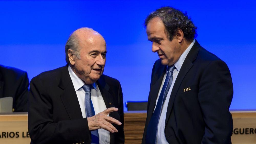 """Blatter défend Platini, et veut qu'il """"revienne à la FIFA ou à l'UEFA"""""""