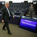 EU offers new Brexit deal clarity, won't renegotiate - Juncker