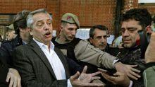 Presidential frontrunner says Argentina 'virtually' in default