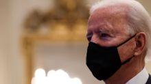 Biden dice muertes por coronavirus en EEUU probablemente llegarán a 500.000 el mes próximo