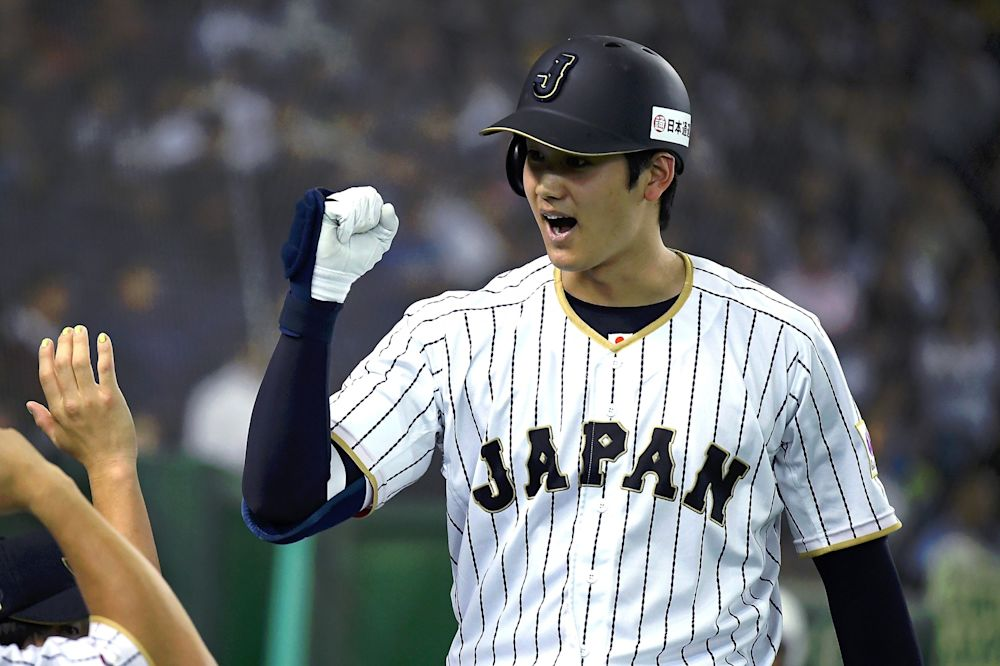 Most people think Shohei Otani will want to play as both a pitcher and a hitter in MLB. (Getty)