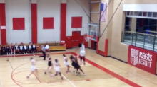 15-year-old girl throws down one-handed dunk in high school game (Video)