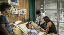 'Totalmente Demais', resumos de 13 a 18 de julho: após lipoaspiração, Dorinha acorda de coma acreditando ser Carolina