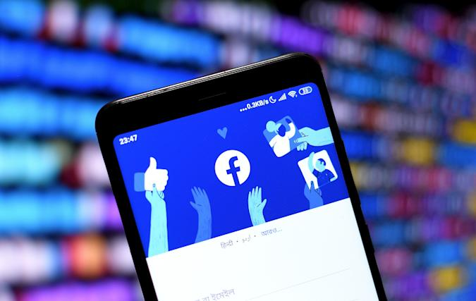 INDIA - 2021/01/15: In this photo illustration a Facebook logo seen displayed on a smartphone. (Photo Illustration by Avishek Das/SOPA Images/LightRocket via Getty Images)
