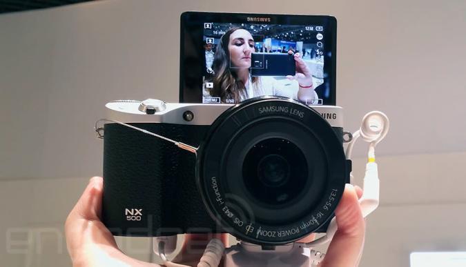 Samsung reduce a la mínima expresión sus cámaras con la nueva NX500