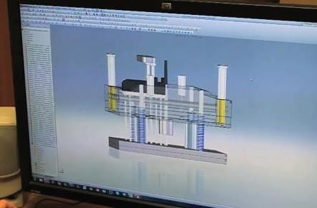 Found Footage: Injection molding process for the Glif