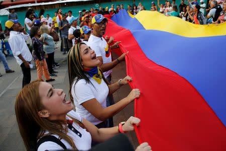 FILE PHOTO: Venezuelan residents in Colombia protest against Venezuelan President Nicolas Maduro's government in Medellin, Colombia, May 1, 2019. REUTERS/David Estrada.
