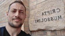 Si reca presso la tomba del duce a Predappio: sospensione consigliere della Lega.