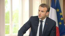 """Macron sur son effigie brûlée lors d'une manif: """"Ceux qui font ça manquent de dignité"""""""