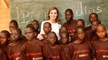 Mira como se portó la reina Letizia con los niños en África