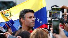 Escapes de película: cuerdas, pelucas y trajes de baño para burlar a Nicolás Maduro