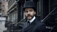 """""""The Alienist"""": Daniel Brühl als etwas anderer Sherlock Holmes"""