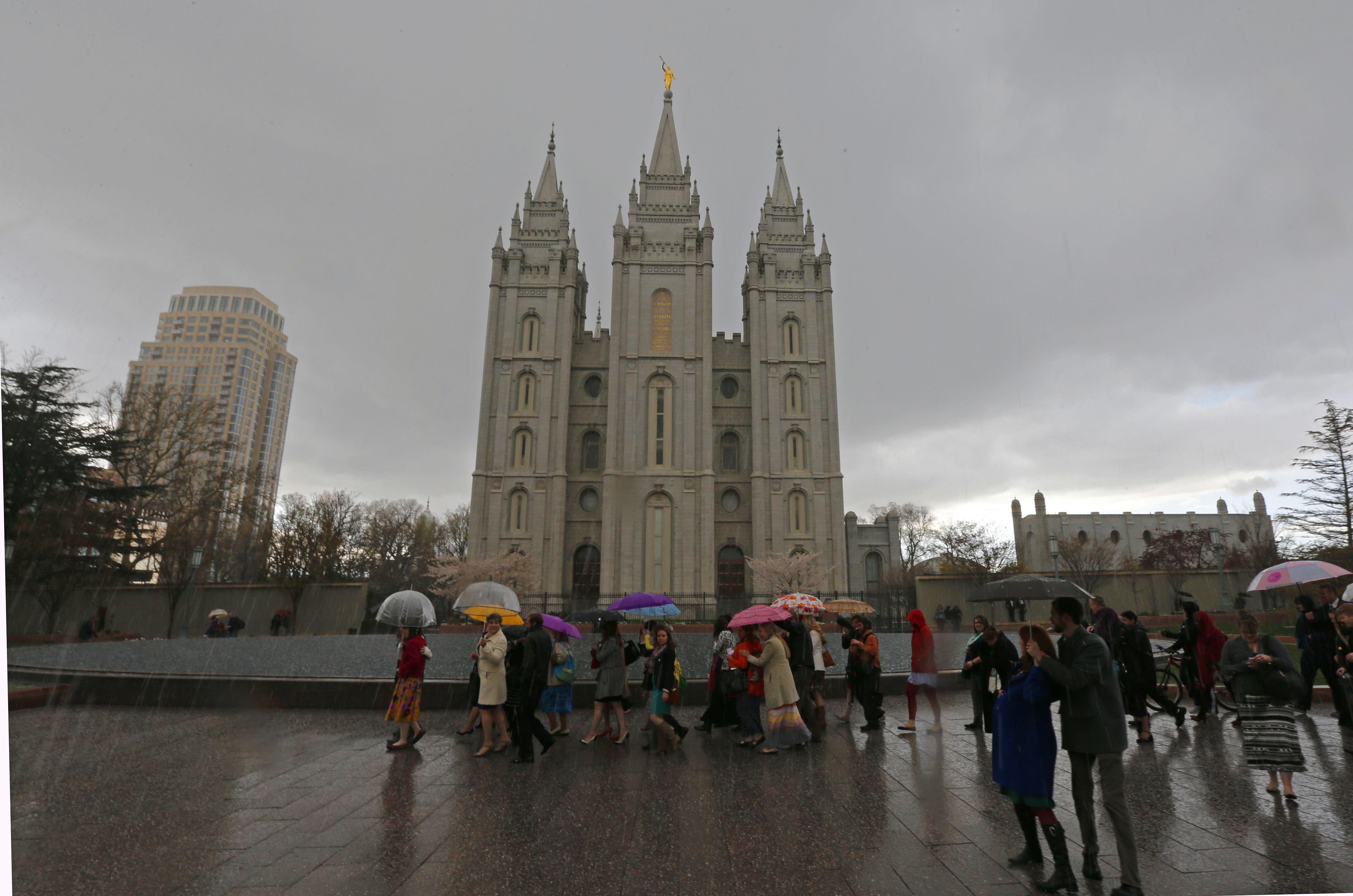 People walk past the Salt Lake Temple of the Mormon church on April 5, 2014 in Salt Lake City, Utah (AFP Photo/George Frey)