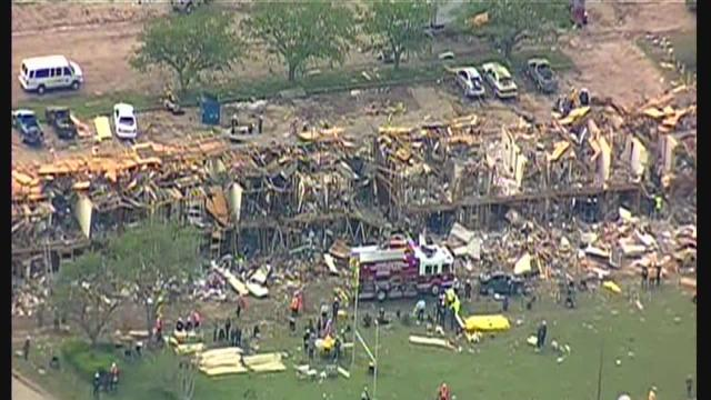Texas plant explosion destroys nearby apartment complex