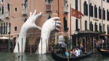 【有片】藝術嘅嘢 威尼斯現水中巨手