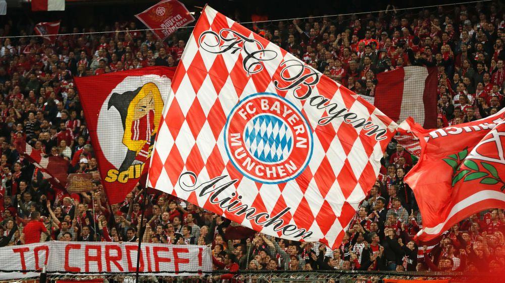 """""""Wir sind nicht Neymar"""": Bayern-Fans protestieren vor CL-Spiel in Paris gegen überhöhte Ticketpreise"""