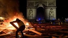 Paris tourists face severe disruption this weekend as Eiffel Tower and Louvre shut in face of violent protests