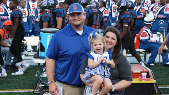 Toddler steals the show at homecoming game