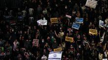 Israël: des milliers de manifestants protestent contre la gestion de l'épidémie