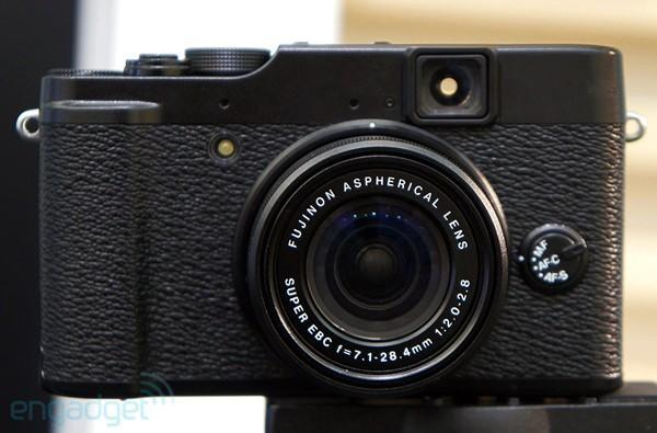 Fujifilm's X10 offers up vintage-style snapping for $599.99 in early November