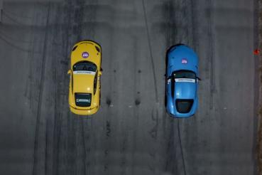 Porsche Cayman GT4尬Toyota Supra,誰會贏?