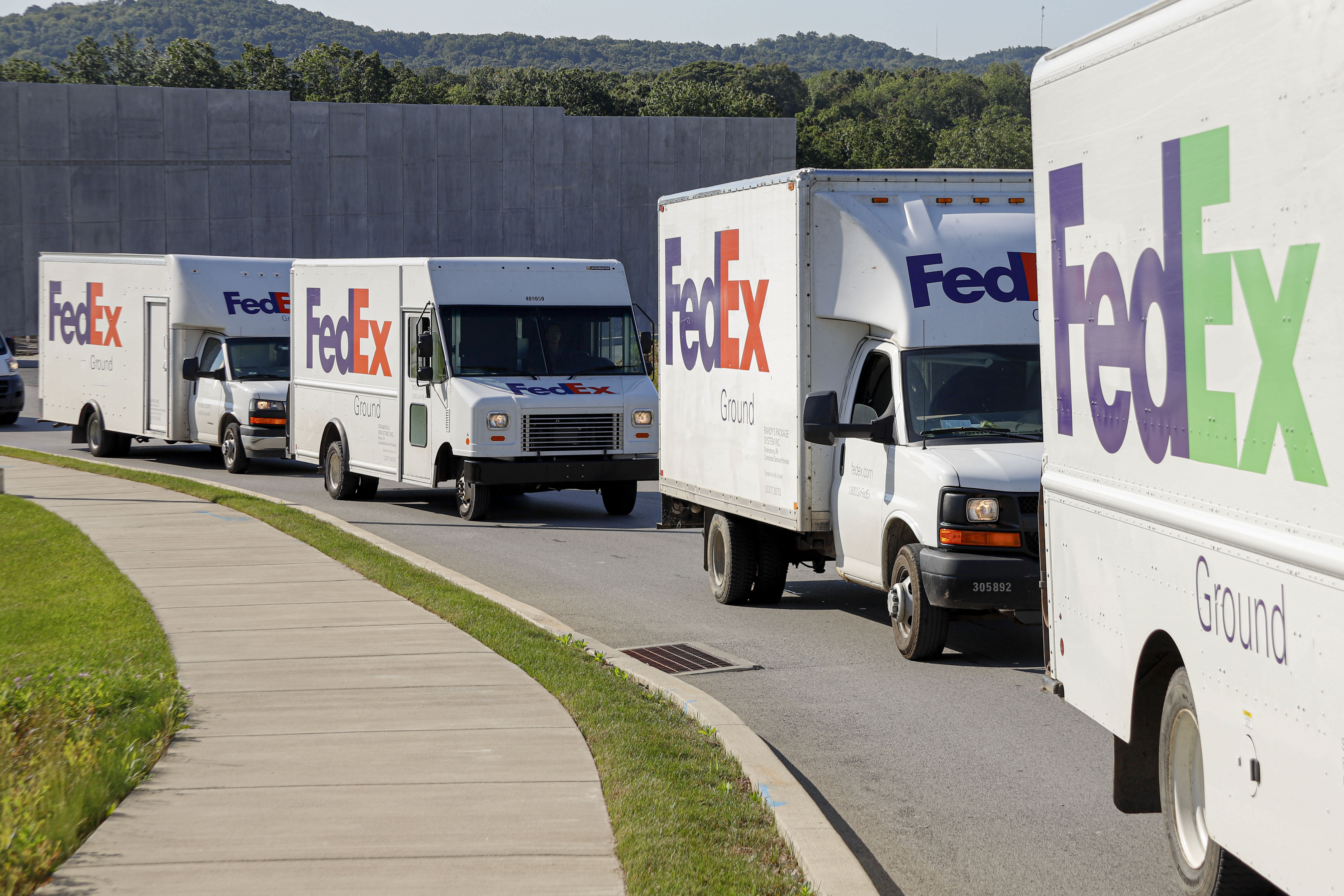 FedEx won't renew ground delivery contract with Amazon