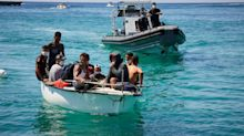 """Luciana Lamorgese: """"Non posso affondare i barchini. Dalle navi Ong sbarcati solo 350 migranti"""""""