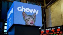 Chewy Gains as Rosy Sales View Takes Aim at Valuation Fears