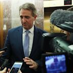 Can Jeff Flake Defeat Donald Trump? 'Things Can Unravel Pretty Fast' For President, Says Republican Senator