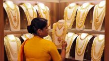 India gold dealers charge premiums as imports, smuggling stall