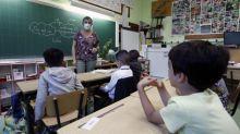 Covid-19 : quatre questions sur le nouveau protocole sanitaire à l'école qui entre en vigueur demain