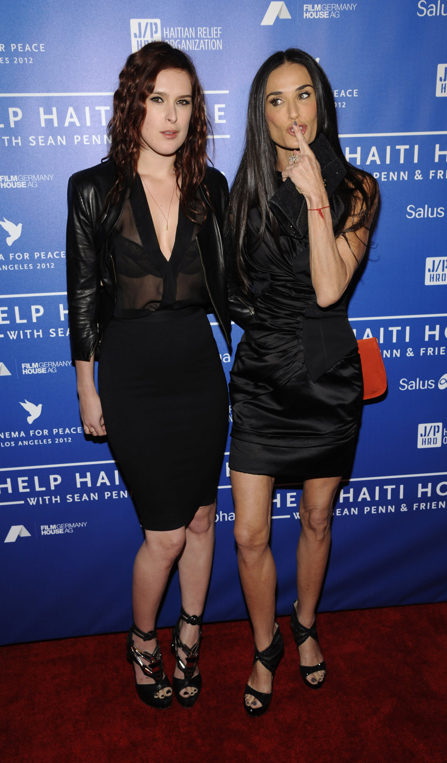 Actress Demi Moore (R) and her daughter Rumer Willis attend the Cinema for Peace event benefiting the J/P Haitian Relief Organization, in Los Angeles January 14, 2012. REUTERS/Phil McCarten (UNITED STATES - Tags: ENTERTAINMENT)