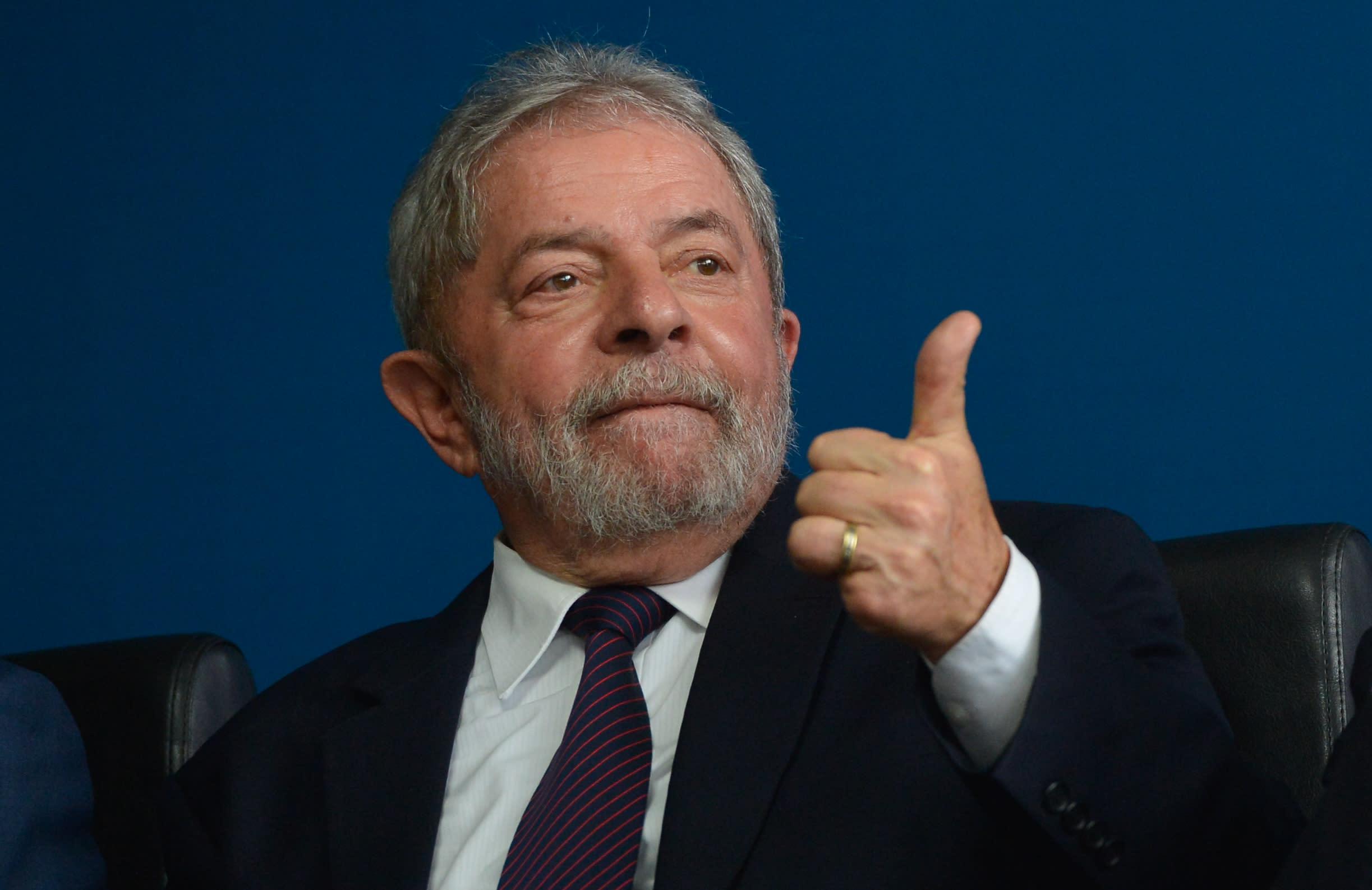 Justiça autoriza Lula a deixar cadeia após 580 dias