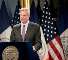New York mayor Bill de Blasio defends daughter after protest arrest