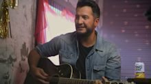Country star Luke Bryan refuses to let 'American Idol' co-hosts try to 'Hollywood' him up